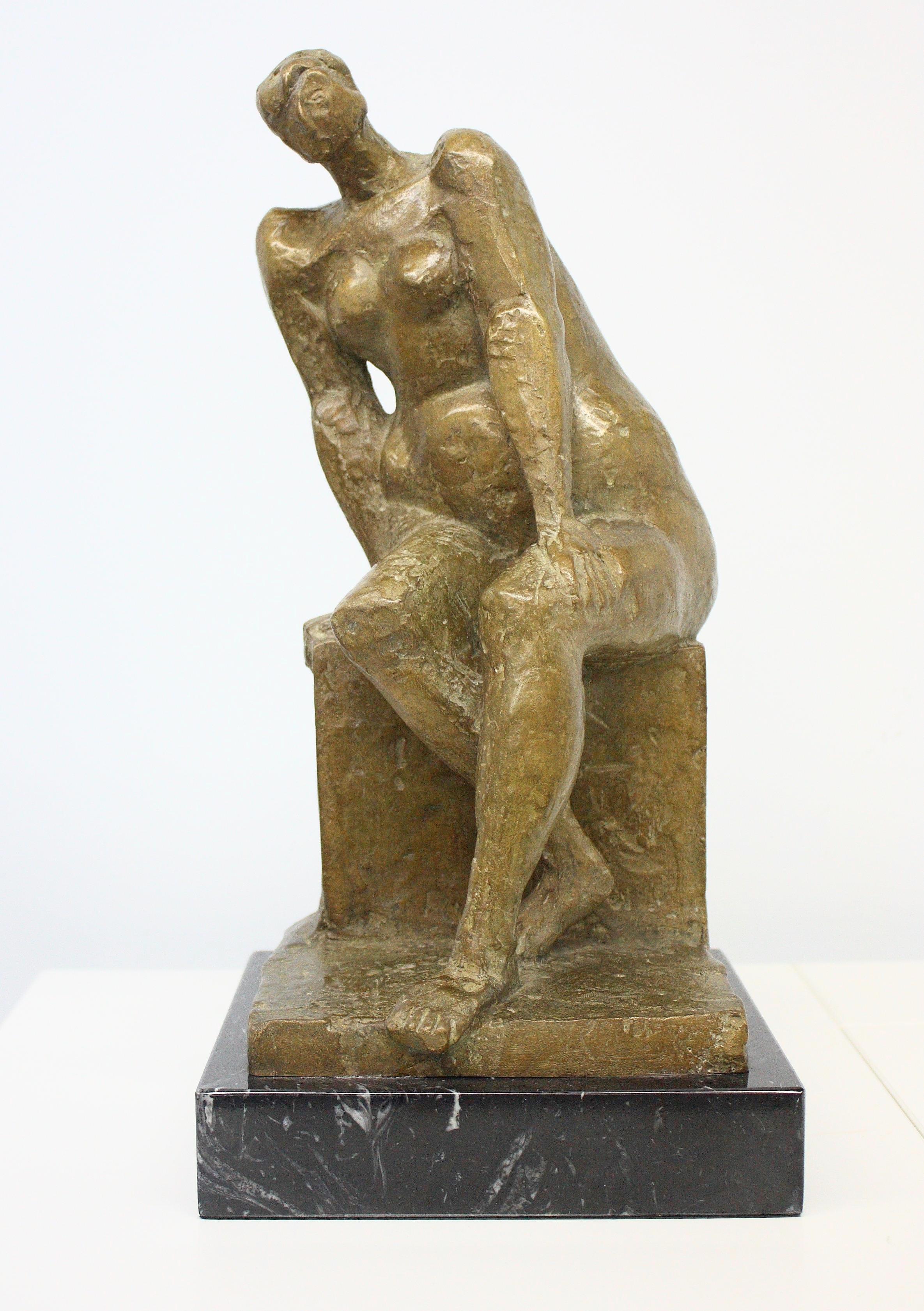 Antonio Campillo (Murcia 1925 – 2009). Mujer Sentada. Bronce numerado 8/8 Medidas de 34 x 16 x 15.